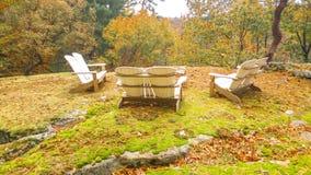 Adirondack preside na rocha Ledge With Scenic Drop Off imagens de stock royalty free