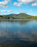 Adirondack See und Berge Lizenzfreies Stockbild