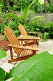 Adirondack Stühle draußen Lizenzfreies Stockfoto