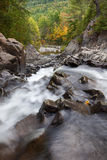 Adirondack vattenfall i höst Royaltyfria Bilder