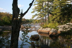 Adirondacks, rochers au lac Durant Image stock