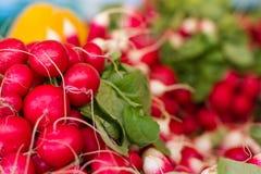 Adishes am Markt eines Landwirts Stockfoto