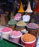 Aditivos alimenticios, condimentos y sabores que hacen la comida más sabrosa, más atractivo, fragante y más sano Tenga a menudo u imagen de archivo
