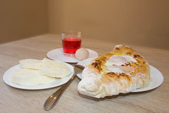 Adjarian-khachapuri Nahaufnahme Dieser traditionelle georgische Teller enthält brinsen Käse, Butter und Reihenei Stockfotos