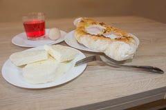 Adjarian-khachapuri Nahaufnahme Dieser traditionelle georgische Teller enthält brinsen Käse, Butter und Reihenei Lizenzfreies Stockbild