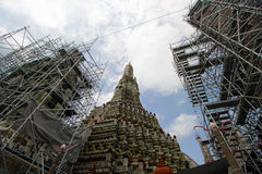 Adjust repair Wat Arun in Bangkok, Thailand 22 jul 2014 Stock Image