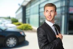 adjusting businessman his tie Στοκ Φωτογραφίες