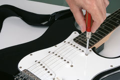 Adjusting electric guitar Royalty Free Stock Images