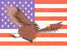 Adler bereiten Papierfertigkeit mit Amerika-Markierungsfahne auf Stockbild