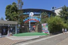 Adler-dolphinarium ` Aquatoria-`, im beliebten Erholungsort von Sochi Stockfotos