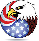 Adler-Kopf und amerikanische Flagge Stockfoto
