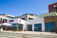 ADLER, RUSSLAND KFC-Café auf dem Damm Lizenzfreies Stockfoto