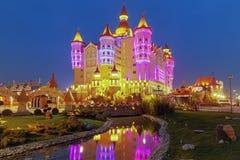 ADLER, RUSSLAND - 23. März 2018: Teich in Sochi-Park Stockfotos