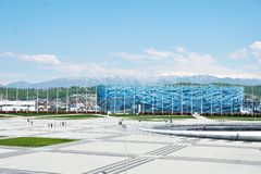 ADLER, SOCHI ROSJA, Kwiecień, - 26, 2019: Lodowy pałac sport góra lodowa w Olimpijskim parku Sochi fotografia royalty free
