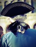 Adlig mit weißer Perücke und schwarzer Hut mit antikem Effekt der Weinlese lizenzfreie stockfotos