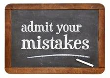 Admettez vos erreurs - tableau noir Photo stock