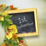 a administração da escola com o ` de primeiro setembro do ` da inscrição imagens de stock