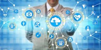 Administrador Exchanging Data Via SaaS de la atención sanitaria foto de archivo