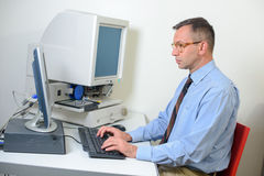 Administrateur de base de données dans le bureau Image libre de droits