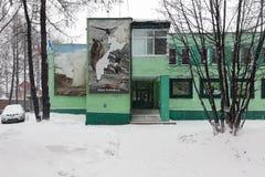 Administrationsbyggnad av reserven för Kronotsky naturbiosfär på den Kamchatka halvön arkivfoton