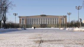 Administrativ byggnad i Veliky Novgorod, Ryssland stock video