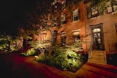 Administrativa byggnader för Vita Huset i natten Arkivbild