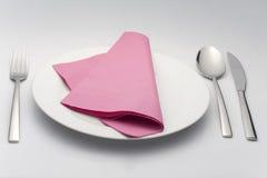 Administrez le support à la cuillère de couteau sur la serviette blanche de violette de plaque Photographie stock