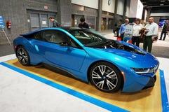 Admiración del coche de deportes de BMW I8 imagen de archivo libre de regalías