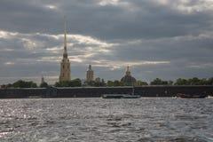 Admiralicja buduje St Petersburg Neva rzeki nabrzeże Zdjęcie Royalty Free