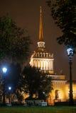 Admiralität als Symbol von Petersburg im Herbst Stockbilder