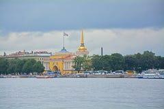 Admiralität und Alexander Garden in St Petersburg, Russland Lizenzfreies Stockbild