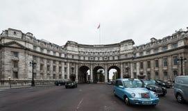 Admiralitäts-Bogen nahe Trafalgar-Platz in London Stockbild