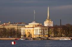 Admiralitäts-Gebäude in St Petersburg Stockfotografie