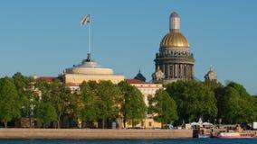 Admiralitäts-Gebäude und Isaac-Kathedrale im Sommer Lizenzfreies Stockbild