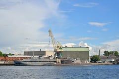 Admiralitäts-Werfte und festgemachte Schiffe und Unterseeboote im Heilig-Haustier Stockbild