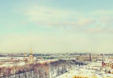 Admiraliteit, Kluis, Peter en Paul Fortress in de winter Mening van St Isaac Kathedraal, St Petersburg, Rusland Royalty-vrije Stock Afbeeldingen