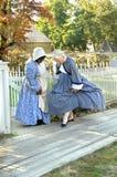 Admirando trajes da era da guerra civil Foto de Stock Royalty Free