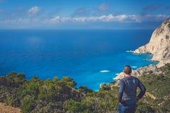 Admirer des falaises près de crique de naufrage images libres de droits