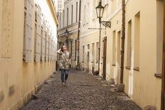 Admirez des rues minuscules de l'Europe image stock