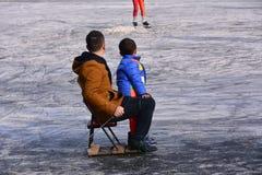 Admirez le patinage de glace photo libre de droits
