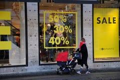 50% 40% adn 30% av försäljning på företagsbutikskedjan Arkivbilder
