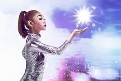 Ładna azjatykcia kobieta jest ubranym lateksowego kombinezon Zdjęcia Royalty Free