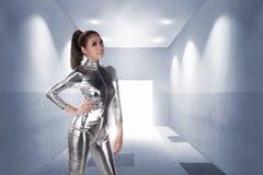 Ładna azjatykcia kobieta jest ubranym lateksowego kombinezon Fotografia Stock