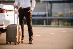 Ładna biznesmena mienia walizka Obraz Stock