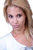 Ładna blond nastoletnia dziewczyna z hałasu pierścionkiem Zdjęcie Stock