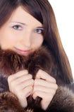 Ładna brunetka w futerku nad bielem Zdjęcia Royalty Free