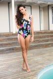 Ładna brunetka w swimwear Obrazy Stock