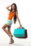 Ładna dama na zakupy podczas sezonowych rabatów Obrazy Royalty Free
