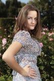 Ładna dama pozuje od profilu Fotografia Stock
