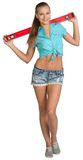 Ładna dziewczyna w skrótach i koszulowej mienie czerwieni Zdjęcie Royalty Free